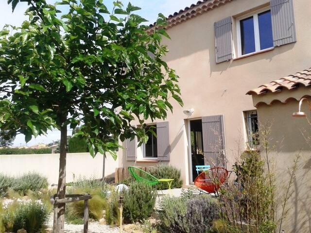 Maison 3 chambres proche Orange - Camaret-sur-Aigues - Rumah