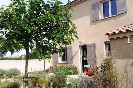 Maison 3 chambres proche Orange - Camaret-sur-Aigues - 独立屋