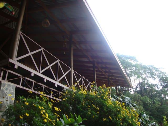 Cabaña de madera en área de montaña - San José de la Montaña - Cabaña