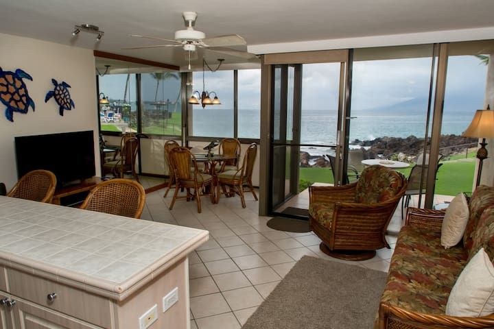 Sweeping Ocean Views Through Large Glass Windows Connecting To Your lanai (KS102