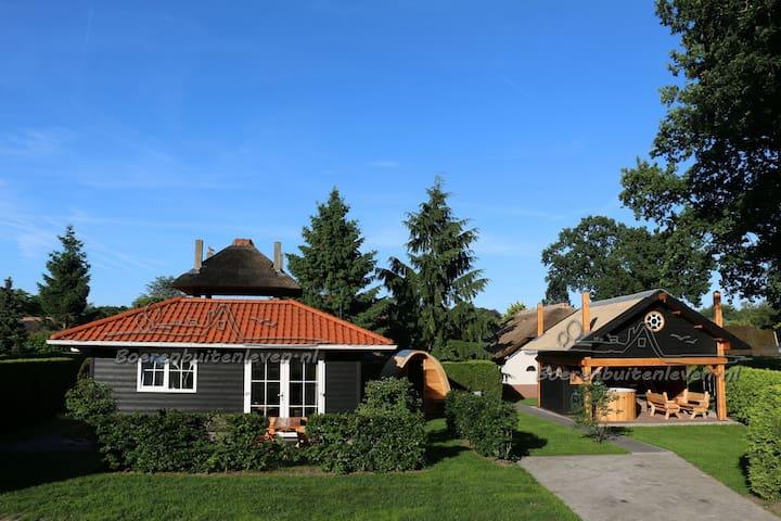 8 pers. Dorpsplein met sauna, hottub, buitenkeuken - Harderwijk