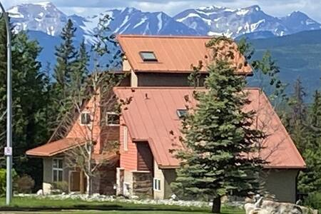 Spectacular Mountain Home