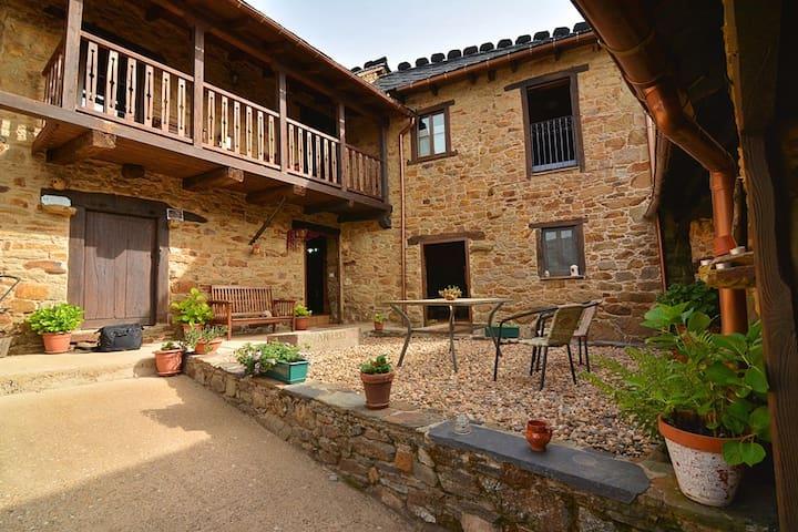 Casa Rural El Nido. El Bierzo (León) *** - Villar de las Traviesas - Casa