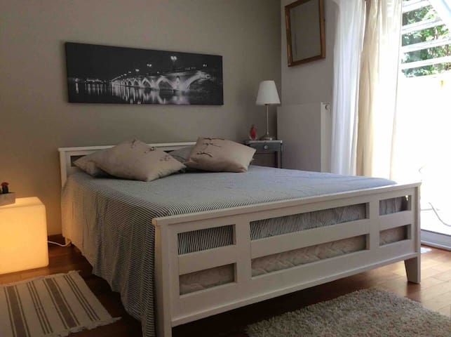 Chambre, sdb/wc indépendants, dans maison Art Déco