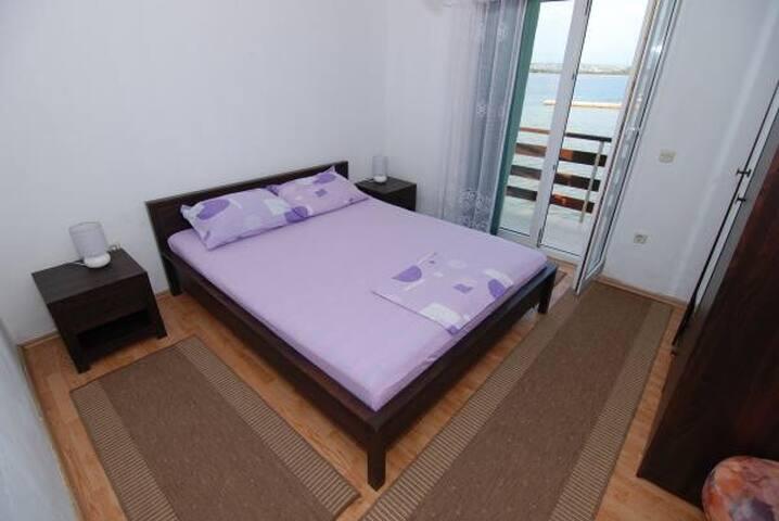 Apartment 4+1, next to sandy beach, Pasman - Kraj