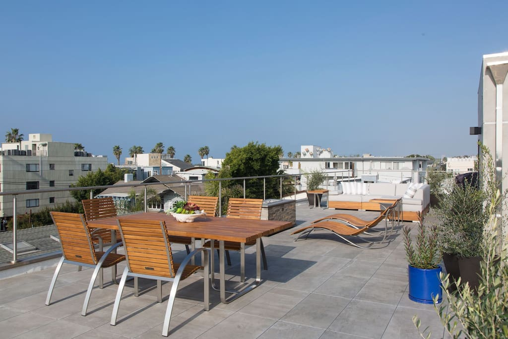 Roof deck with 360 degree views from  the ocean to the Hollywood sign!