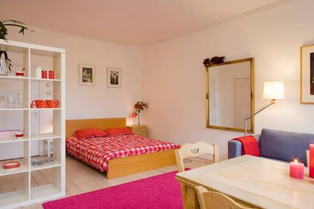 Quiet room with gardenview in outgoing area - Amsterdam - Reihenhaus