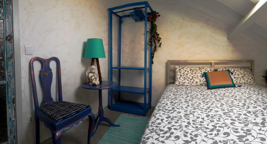 Cozy artist room  house with small pool zambujal - Sesimbra - Huis