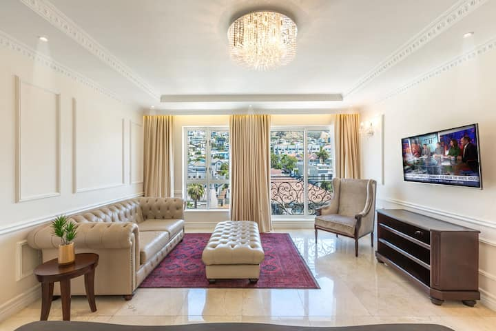 Private En-suite Room in a 2BR, Sea Point.