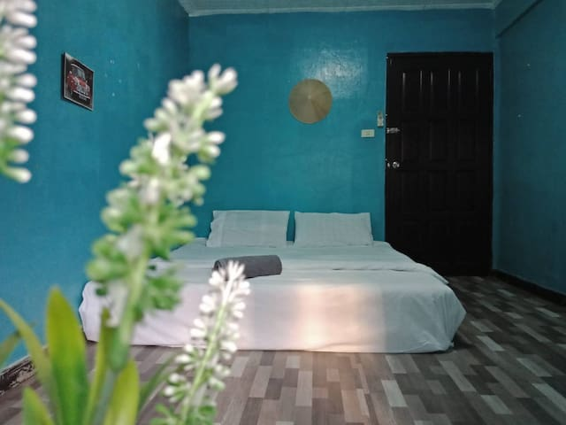 Chiang mai budget a/c room in nimman road