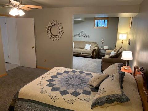 Deluxe Guest Suite with Private Bathroom
