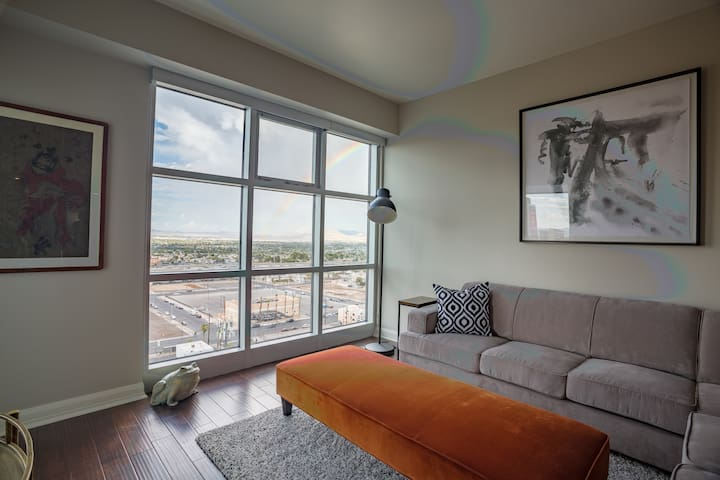 Beautiful Extended Stay Luxury Downtown Apartment
