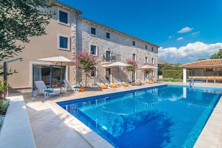 Stunning Villa in Kringa with Swimming Pool