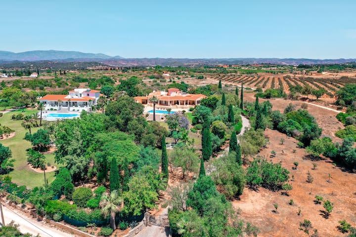 4bed villa in 9000m2 private garden