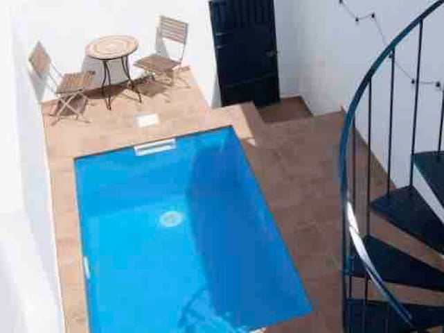 Cool little casa, delightfully cool plunge pool!