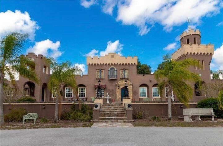 Upscale Castle - Historic 20s Decor!