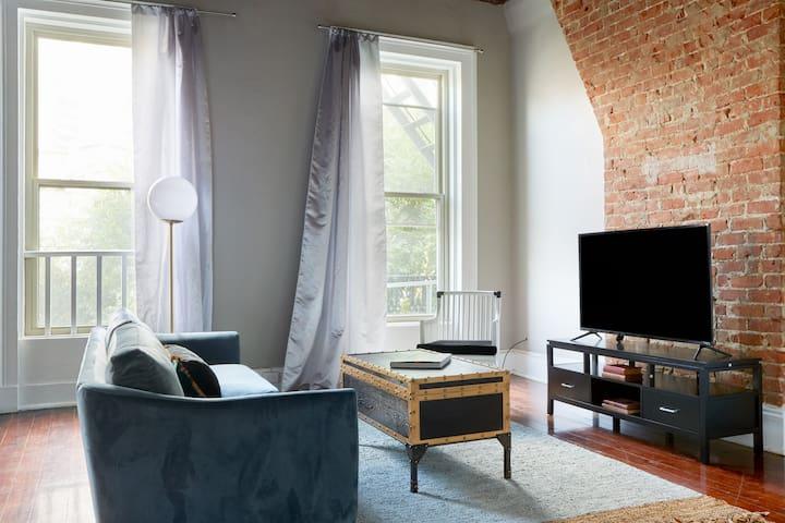 Sonder | Carondelet Street | Warm Studio + Laundry