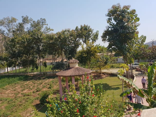 Khoj Farm-stay: Relax at a farm close to Siliserh