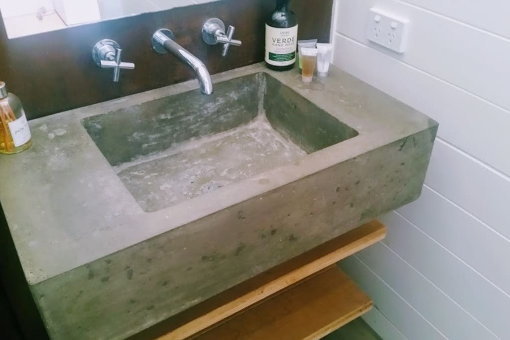 The creative ability of the owner is reflected in this industrial sink which Hans made by hand.