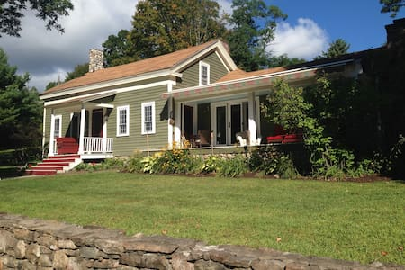 Lake George, NY - 1804 Farmhouse and Bunkhouse! - Bolton - Casa