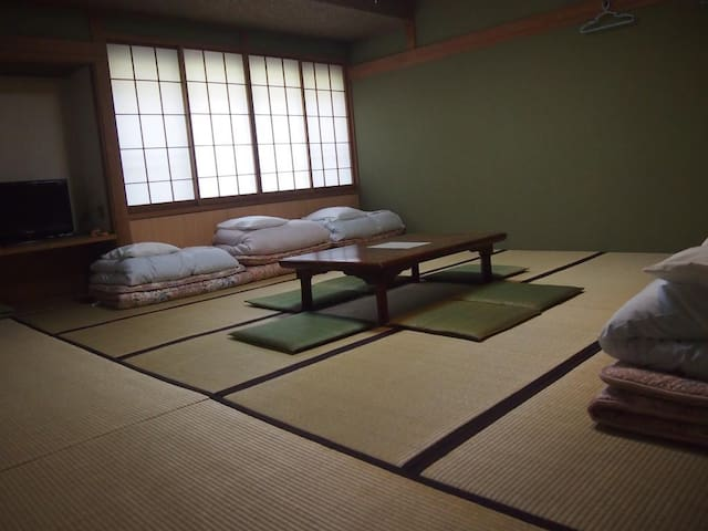 Japanese Style Room with Shared Bathroom 7-8 adult