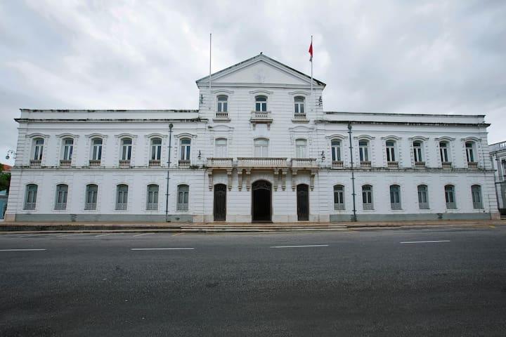 Palácio Lauro Sodré (Museu de Arte do Pará)- 30 minutos andando ou por linha especial com ponto na frente da casa