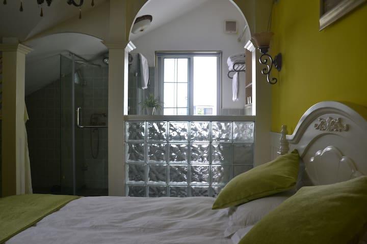3楼,1张1米5大床,独立卫浴