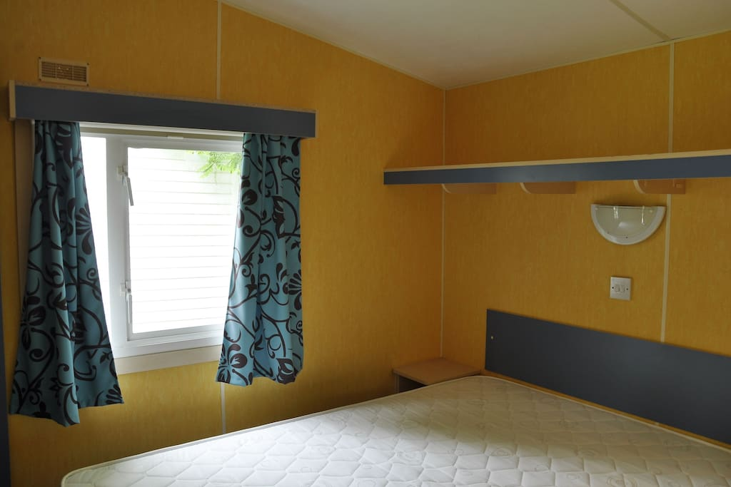 Chambre 1, lit double.