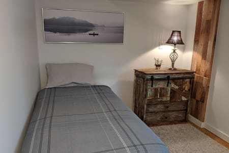 Renovated Bedroom, Great Location,  Near downtown