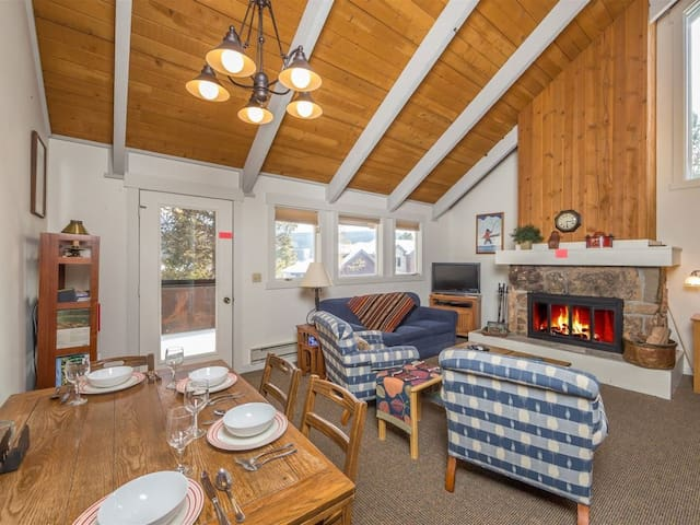 Cozy Curley Bear Condo with Community Pool/Hot Tub, and Winter Shuttle!