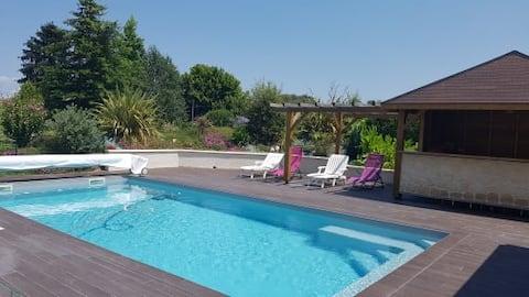Chambre indépendante avec accès piscine