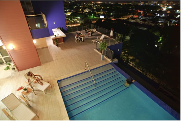 7th floor Infiniti pool with amazing view of the city