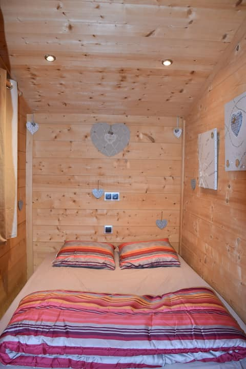 Chalet/habitaciones con vistas a la casa de pollo