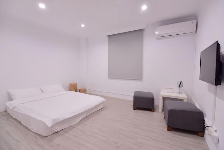 Cozy無印良居-全新設計,舒適乾淨的色調空間,鄰近車站、市中心,生活機能、交通便捷A房