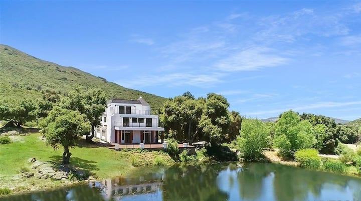 Stylish  Lakefront  home near Julian