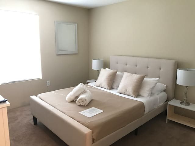 Upgraded Room & Bath Near Universal and Airport - Orlando - Departamento