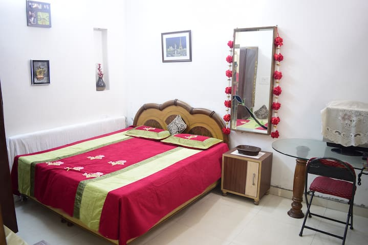 Private Bedroom #amazingairbnbroom with AC. - Amritsar - Haus