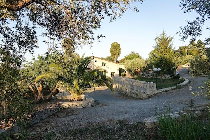 Your countryside escape in Villa Caruso