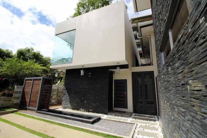 POS Modern 1BR Apt, kitchen, A/C, WIFI, pool