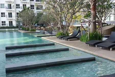 P19 New, Free Wifi & near The Mall Bangkhae - Bangkok