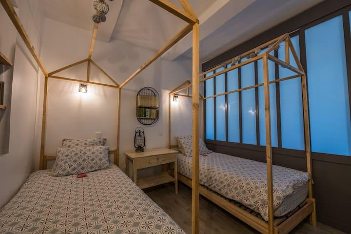 La chambre des enfants et ses lits cabane