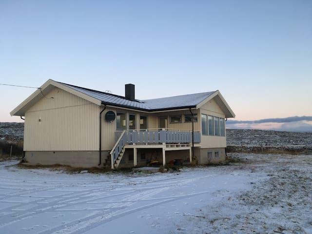 Bo nært havet og i naturen utenfor Vadsø - Krampenes - Hus