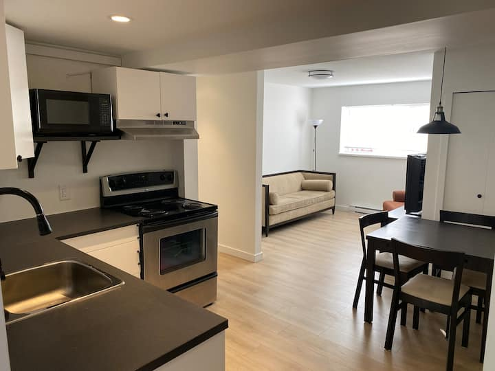2 bed bright & renovated garden suite w/ yard