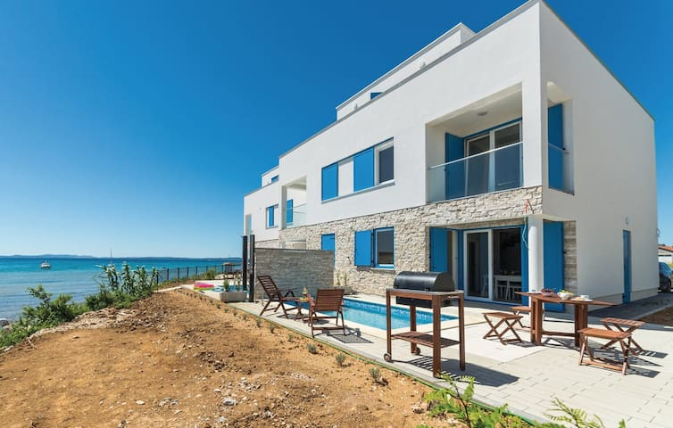 Luxury Villa with heated pool and sea view - Privlaka - 別荘