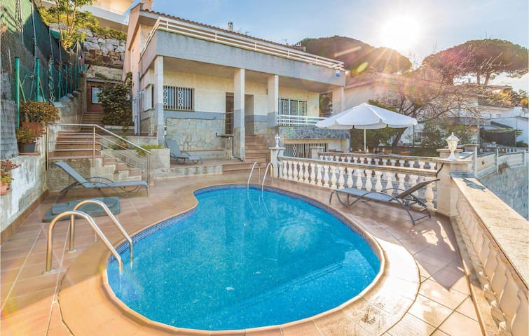 Holiday cottage with 5 bedrooms on 160 m² in Sant Pol de Mar