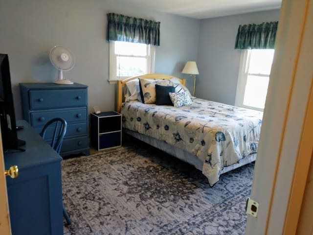 Large room with queen sized bed, tv with cable