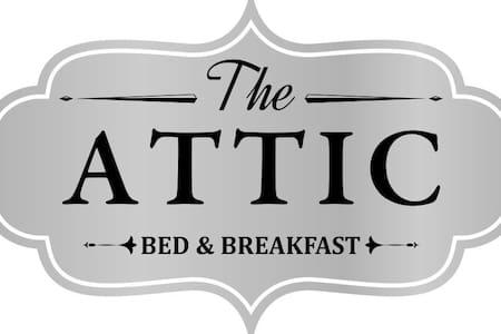 The Attic - BednBreakfast - Floor - Coblong