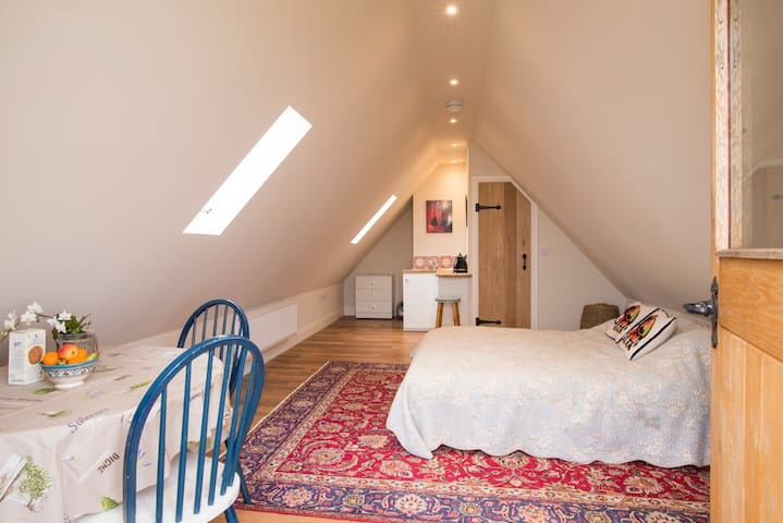 SelfCatering Double-room,Cotswolds. Stunning Views