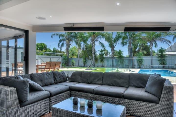 Malibu Palms - Echuca Holiday Homes