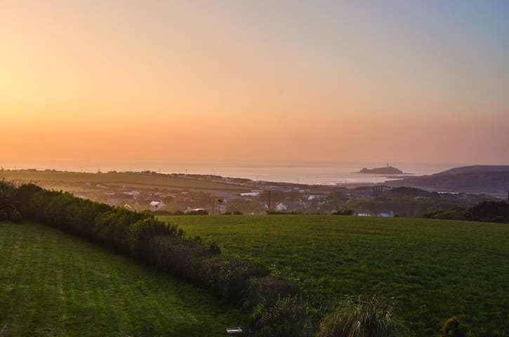 Spacious sea–view bungalow overlooking St Ives Bay